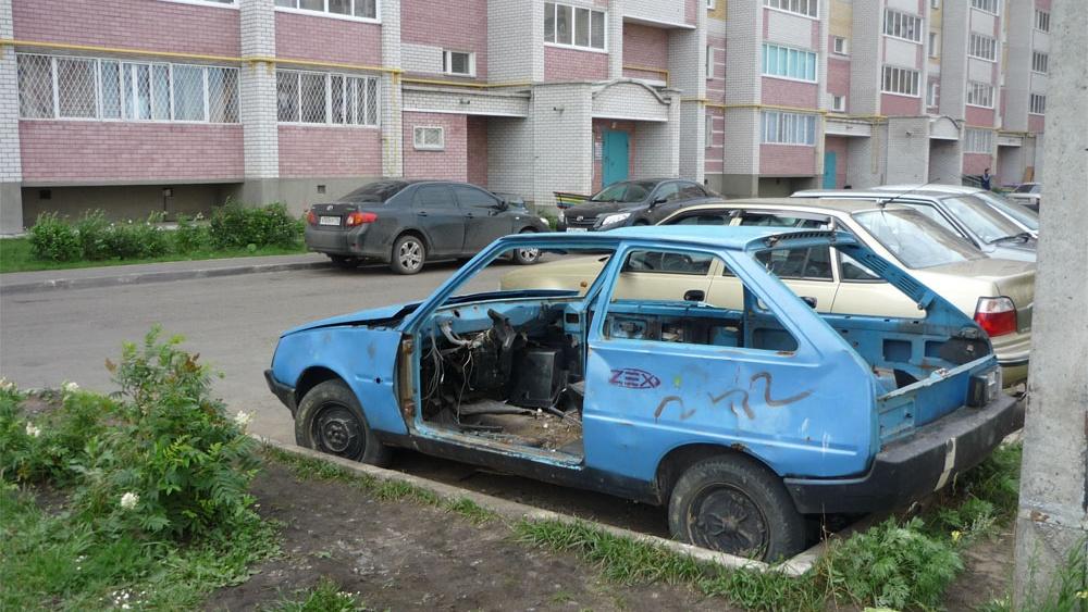 Заброшенная машина во дворах картинки