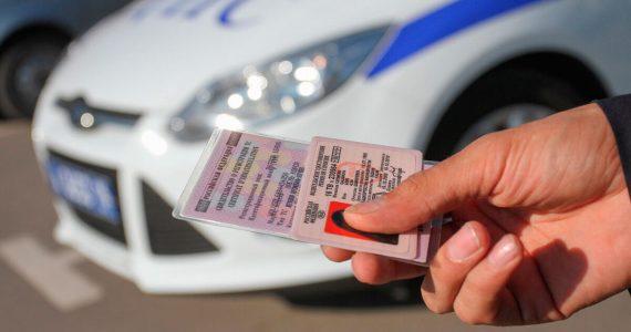 Водительские права своими руками: в Ставропольский край приехал мастер поддельных документов