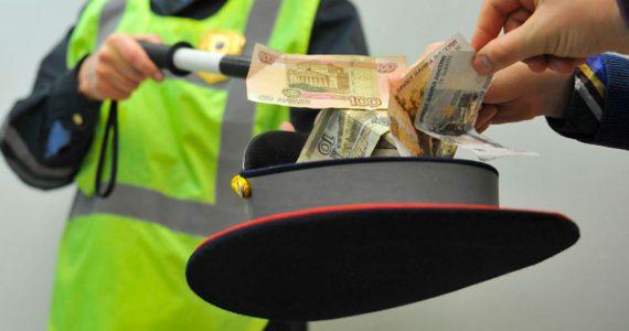 В Невинномысске будут судить полицейских за взятку в тысячу рублей