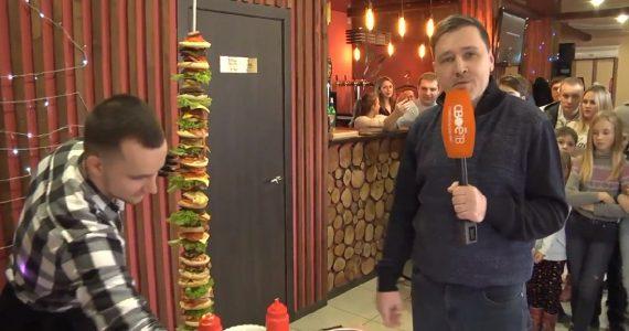 День.Live: в Михайловске приготовили двухметровый бургер