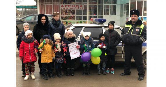 Детсадовцы Пятигорска поздравили водителей с 23 февраля