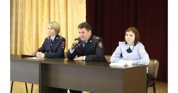 Полицейские Ставропольского края проводят со студентами профилактические беседы