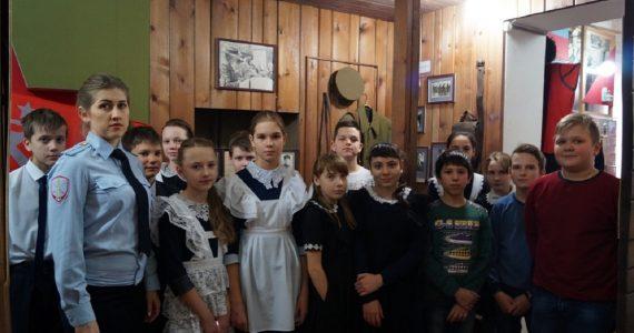 Экскурсию в краеведческий музей для школьников Советского округа организовали общественники