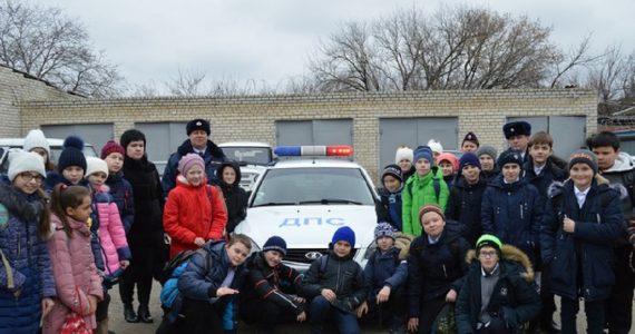 """Полицейские Изобильного провели """"День открытых дверей"""" для местных школьников"""