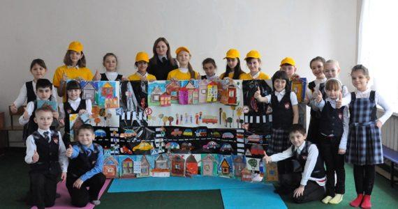 В Ставропольском крае школьники впервые стали авторами баннера по безопасности дорожного движения
