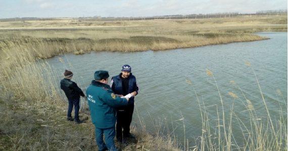 Сотрудники МЧС патрулируют водоёмы Ставропольского края