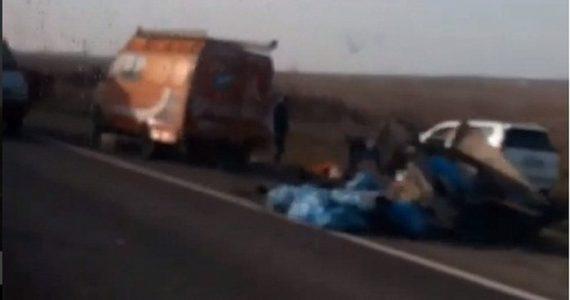 «Тайота» под Невинномысском врезалась в «Газели» дорожных рабочих. Один человек погиб, двое ранены