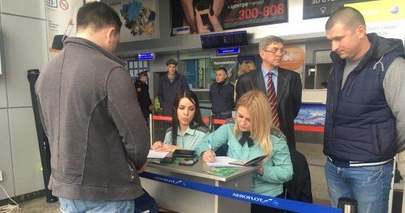 Судебные приставы выявляли должников в аэропорту Ставрополя