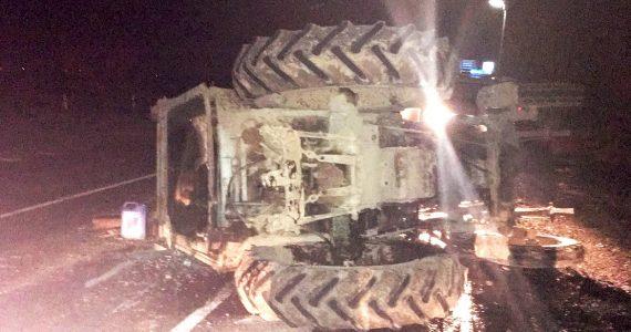 «Приора» въехала в трактор около села Левокумского. На помощь приехали спасатели ПАСС