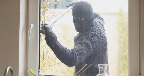 Серийных квартирных воров поймали полицейские в Шпаковском районе