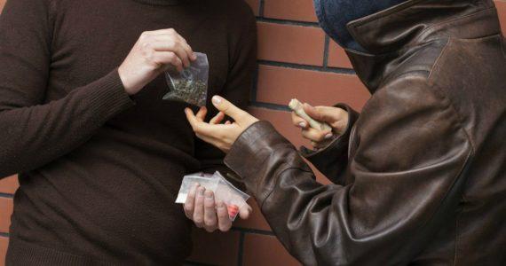 Полицейские Будённовска под видом покупателей задержали наркоторговца