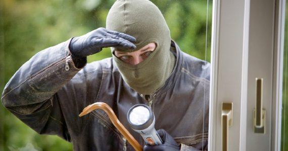 Рецидивист ограбил сарай жительницы Александровского района