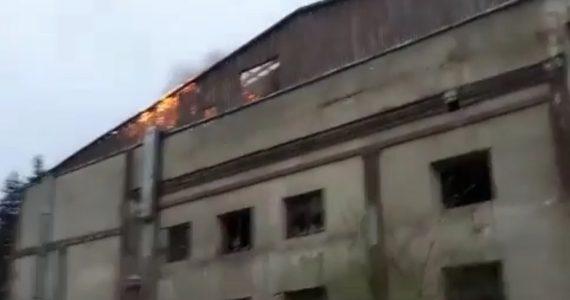 Здание конфетной фабрики загорелось в Пятигорске. ВИДЕО