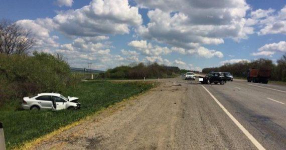 На трассе «Кавказ» столкнулись два автомобиля. Три человека ранены