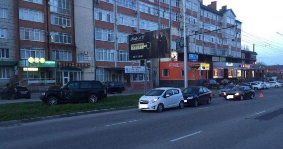 В Ставрополе женщина–водитель, не уступив дорогу, спровоцировала ДТП с тремя автомобилями