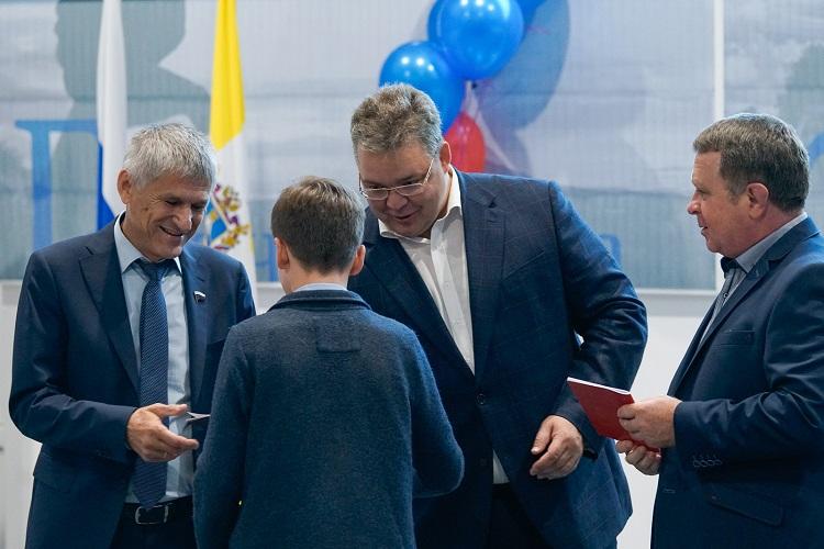 ВДень Российской Федерации вСтаврополе торжественно вручили паспорта