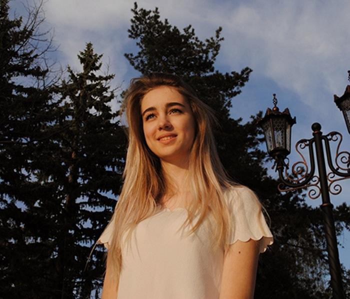 Первое место среди студенток ССУЗов у Алины Бутовой она учится в колледже связи им. Петрова