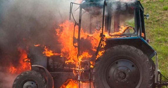 Ставропольские полицейские потушили загоревшийся трактор