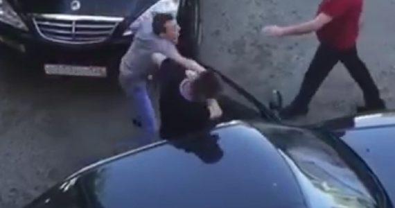 «Бесконтактный бой». Двое водителей подрались на дороге Ставрополя
