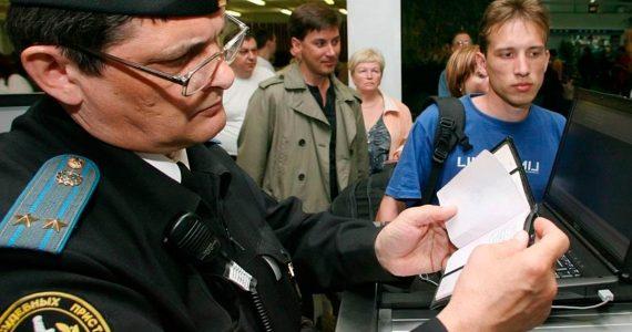 Ставропольские приставы не пустили должника на работу за границу