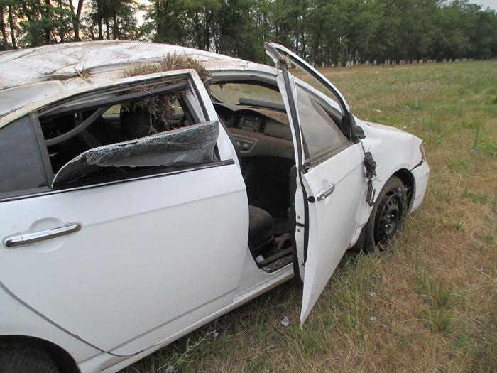 Из-за лопнувшего колеса наСтаврополье перевернулся автомобиль с дамой и 2-мя подростками