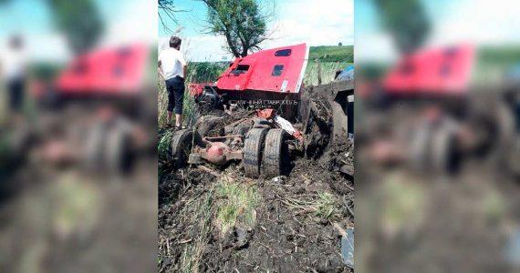 Грузовик попал в ДТП на выезде из Ставрополя