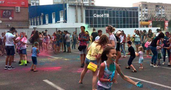 Фестиваль красок Холи прошёл в Ставрополе