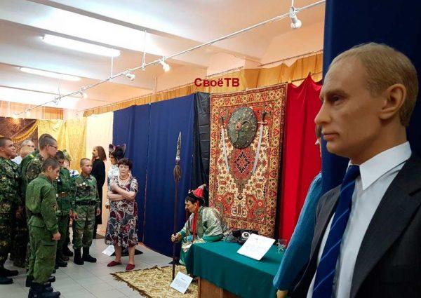 Подростки горнозаводской спецшколы посмотрели на воскового Путина и встретились с губернатором Владимировым