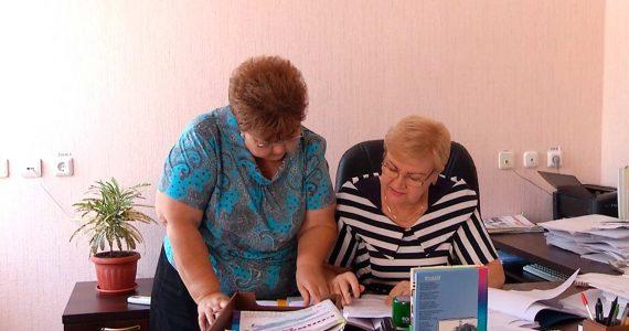 Вместо огорода – офис. Пенсионерка из Новоалександровска не бросила любимое дело