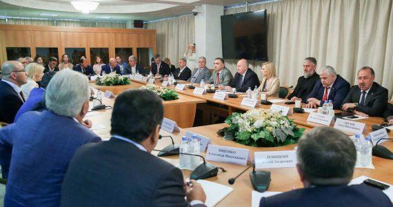 Депутаты Госдумы от Ставропольского края и СКФО встретились с главой Минкавказа
