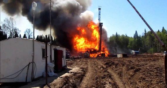 Два человека погибли от тяжёлых ожогов во время пожара на бурильной установке в Нефтекумском районе