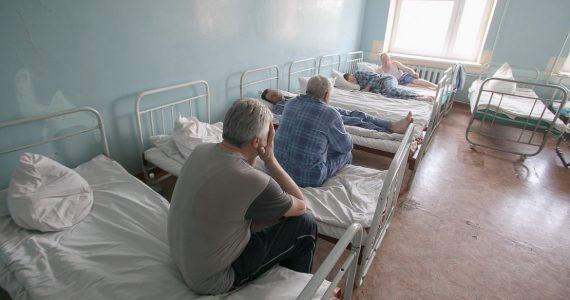 Приставы принудительно госпитализируют больного туберкулёзом жителя Ессентуков