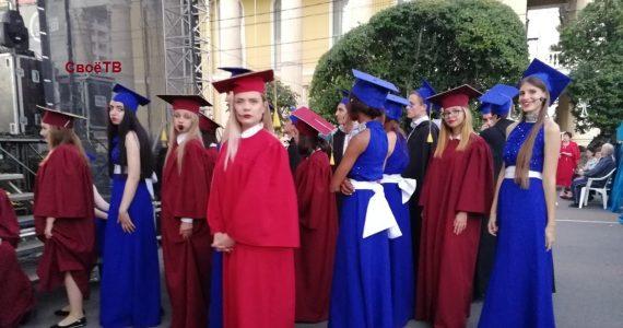 1,5 тысячи первокурсников посвятили в студенты на площади Ставрополя