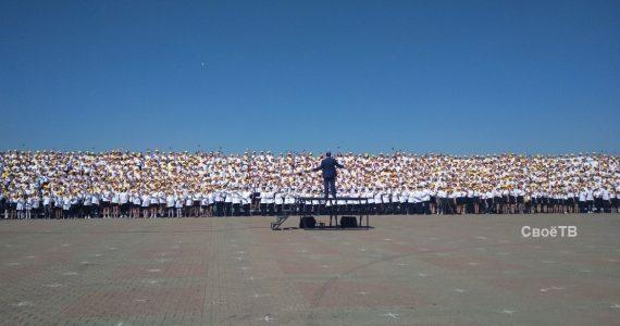 Детский Хор тысячи голосов выступил на Крепостной горе Ставрополя