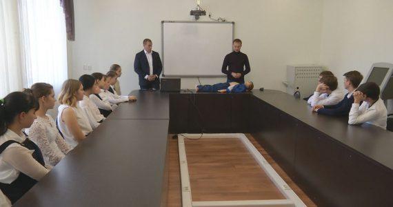 Школьников Ставрополя научили оказывать медицинскую помощь пострадавшим от электричества