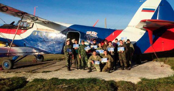 Ставропольские школьники из казачьего клуба «Гром» впервые прыгнули с парашютом