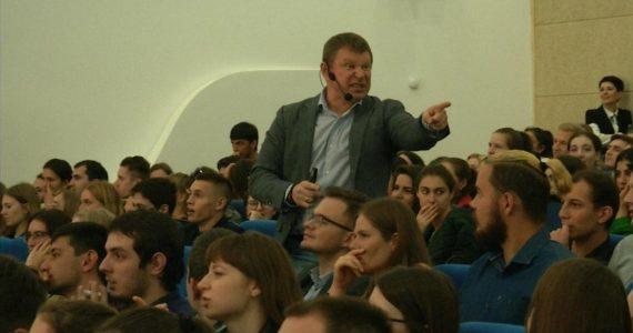 Бизнес-тренер Озеров прокачал «гибкие навыки» ставропольских студентов