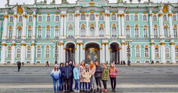 Ессентукские школьницы за хорошую учёбу съездили в Санкт-Петербург
