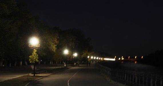 На набережной Невинномысска установили 50 антивандальных фонарей