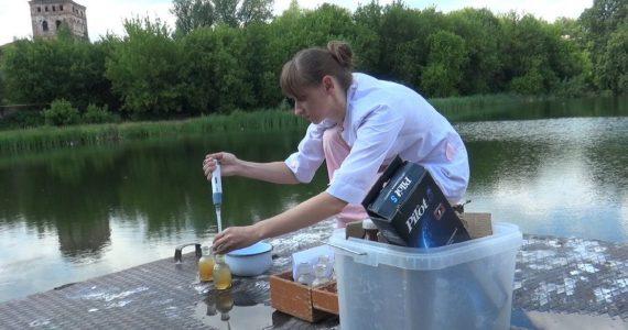 Экологи взяли пробы кубанской воды с белой пеной