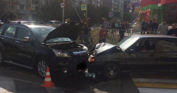 Водитель «Хонды» устроил дебош на дороге Ставрополя после лобового столкновения