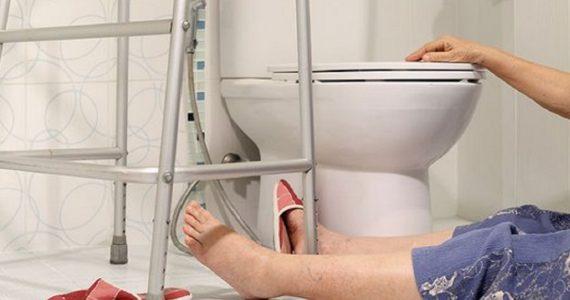 Пенсионерка из Ставрополя упала в ванной и едва не погибла