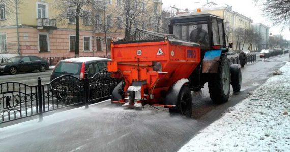 Обледенелые улицы Железноводска начали посыпать песком и солью