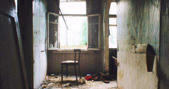 Бездомный мужчина убил товарища в заброшенном доме Ставрополя