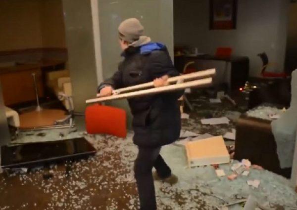 Мужчина разгромил гостиничный номер в Ставрополе