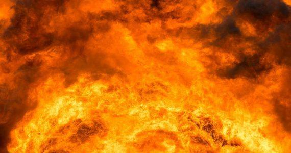 Пожарные ликвидировали открытый огонь на складе Зеленокумска