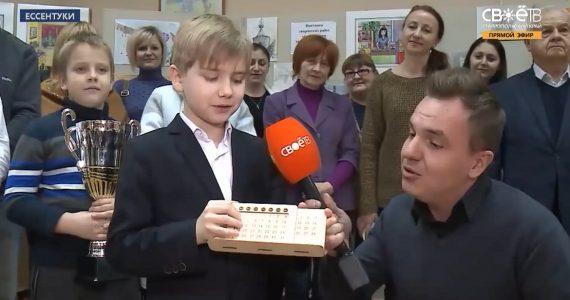 Школьник из Ессентуков подарил губернатору «вечный» календарь