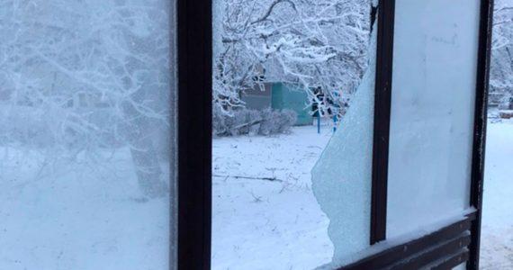 Вандалы разбили остановку в Ставрополе